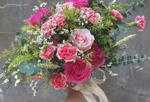 rustic hand tied bouquet by Alliumblooms