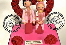 Adat Traditional - 10x10x10cm SIZE - Bisa jadi Wedding Cake Topper by Dogsy Clay Souvenir, Boutonniere & Miniature