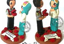 Miniature Clay Couple - 11cm - Buat Cake Topper & Car DashBoard bisa by Dogsy Clay Souvenir, Boutonniere & Miniature