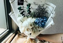 Gift Hand Bouquet by Busy Bees Florist