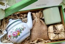 Vintage Tea Set Hamper by Rusticlatte