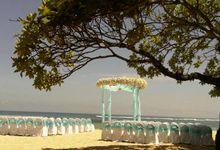 Beach wedding by Grand Hyatt Bali