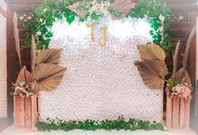 Paket Engagement backdrop & 50 pax food buffet by Sekhala Decoration