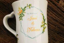MUG F MINI LOVE DESAIN JANI & YOHANA by Mug-App Wedding Souvenir