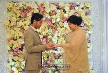 The Engagement of Uung & Uwie by Kalandra Gallery