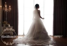 Wedding gown  by Hanaliewear