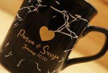 MUG NESCAFE BLACK EXCLUSIVE FROM WEDDING PANCA & SURYA by Mug-App Wedding Souvenir