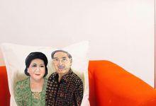 Handmade painting Pillow for anniversary gift  by Seya Artwork