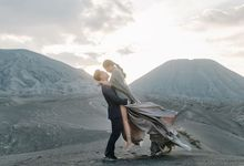 Bromo Jon mones & Sandra by Avena Photograph