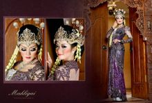 Traditional female wedding dress and make up by Mahligai Wedding Organizer