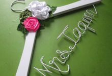 Wedding Hangers by Béllicimo Personalized Hanger & Favors