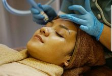 Angelina Aesthetic Clinic Treatment by Angelina Aesthetic Clinic