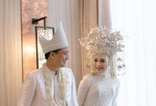 The Wedding of Ega & Hanafi by Kanye Kebaya