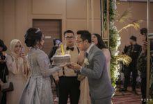 pernikahan konsep internasional perpaduan adat, dimana pada saat akad nikah menggunaka adat Sunda siger lengkap dengan adat sawerannya.. lalu untuk te by Armadani Organizer