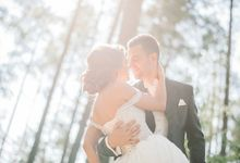 Gorgeous wedding outs side Saint P by Ksenia Riley