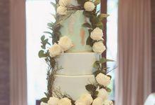 Bohemian Rustic Wedding Cake & Dessert Table by Creme de la Creme Bali