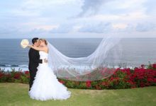 Hannah & Edwin by THE UNGASAN CLIFFTOP RESORT BALI