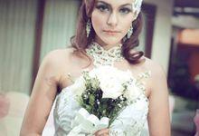 PHOTOGRAPHY & MAKE UP by Gaifang Bridal