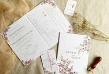 Modern Floral by Trouvaille Invitation