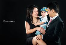 Ellen & Abenk Family by LV photography