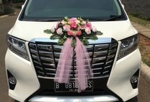 All pink for Maria & Leonard wedding by Velvet Car Rental