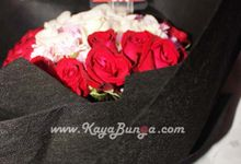 Hand Bouquet by Kaya Bunga