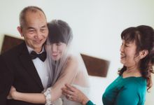 wedding day moment by DTPictures