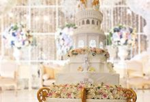 FLOWERY WEDDING CAKE by RR CAKES