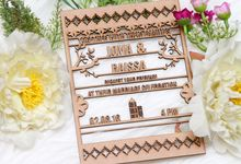 Wood Wedding Invitation by Ravaro Design