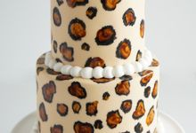 Two-Tier Wedding cakes by Susucre Pte Ltd