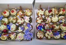 Petite Cakes by Cake & Wildflour