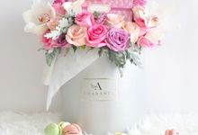 Classic Bloom Box by Amarante Flower Boutique