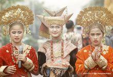 Edo & Lisa Anisa by Mangkuto Rajo Art Gallery