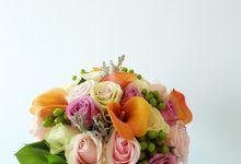 Tropical Blush Beach Bouquet by Il Fiore