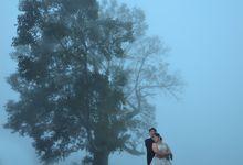 pre-wedding photo session at Tamblingan Lake Singaraja Bali by Tjandra Photography Wedding Experience