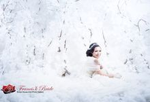 prewedding indoor Handoko - Devi by Francis'k Bride