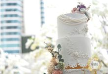 Elegant & Contemporary - Grand Hyatt OnFive by Ivoire Cake Design