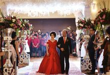 The family of Hendra & Elisa by Jessica Tjiptoning