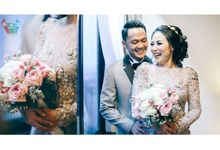 Modern Rustic Wedding for Zosa & Uki at Century  by Warna Project