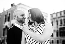Romantic couple shooting in Venice by Ludovica Lanzafami