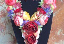 Flower necklace by KreasiYaya
