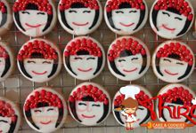 Wedding Cookies with Chinese Theme by Thira Cake and Cookies