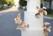 Gold Leaves by Winnie Cake Couture