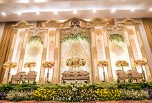 Glamour and Modern Javanese Wedding by Joelle Decoration