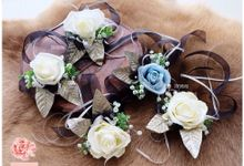 wrist corsage by Pivoine Flower Shop