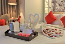 Romantic Honeymoon Room by MERCURE JAKARTA SIMATUPANG