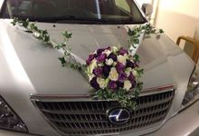 Wedding Car Decoration by Tree House Flowers & Gifts