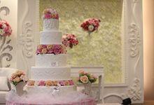FRANS & DESY WEDDING by RR CAKES