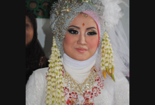 wedding makeup moslem modifikasi by Z h i e  Make-up Art