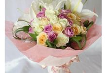 gift bouquet by Rossely's Florist